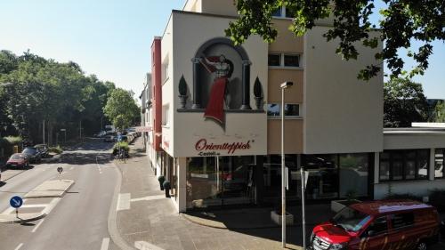 Unsere Fachwerkstatt in Bonn. Schnell zu erreichen egal ob aus Bonn Zentrum oder von der Autobahn. Kundenparkplätze sind vorhanden.