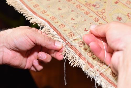 Unsere Experten reparieren die Fransen Ihres Teppichs