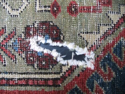 Schaden an einem hochwertigen Orientteppich